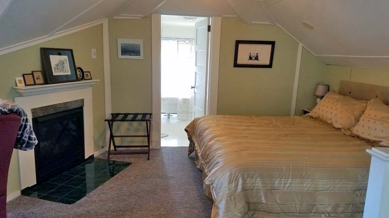 Inspiration Suite Bed - Rose River Inn
